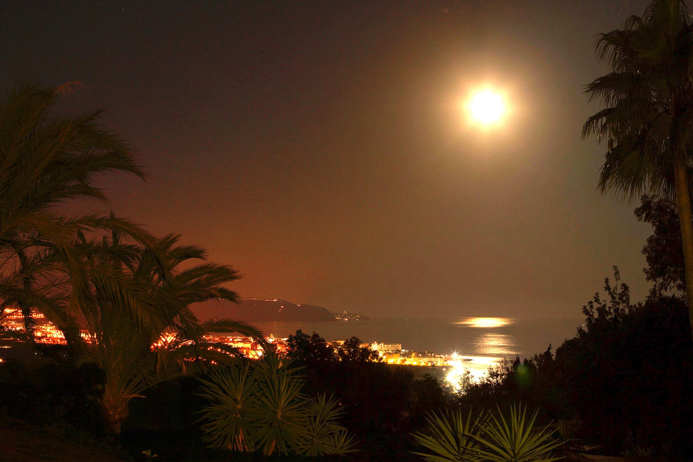 esta noche es luna llena